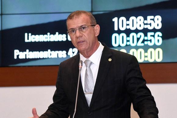Sérgio Frota presta homenagem a JOão Castelo emprronunciamento na Assembleia