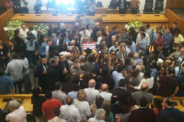 Plenário da Assembleia Legislativa onde está sendo velado o corpo do deputado João Castelo