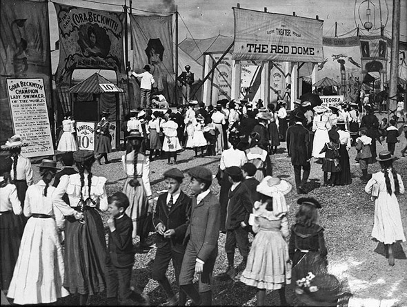https://i2.wp.com/www.blogto.com/upload/2010/12/20101227-1904-Canadian_National_Exhibition_midway_1904.jpg