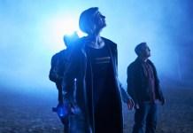 Doctor Who - Series 2 - Epzo (SHAUN DOOLEY), Graham (BRADLEY WALSH), The Doctor (JODIE WHITTAKER) - (C) BBC / BBC Studios - Photographer: Coco Van Opens
