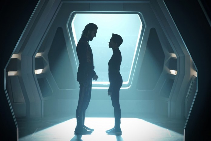 Specialist Tyler (Shazad Latif) and Commander Burnham (Sonequa Martin-Green) say their goodbyes in Star Trek Discovery: Such Sweet Sorry (c) CBS All Access