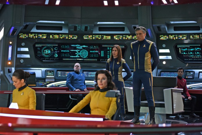 """""""Such Sweet Sorrow"""" -- Ep#213 -- Pictured (l-r): Jayne Brook as Admiral Cornwell; Anson Mount as Captain Pike of the CBS All Access series STAR TREK: DISCOVERY. Photo Cr: John Medland/CBS ©2018 CBS Interactive, Inc. All Rights Reserved."""