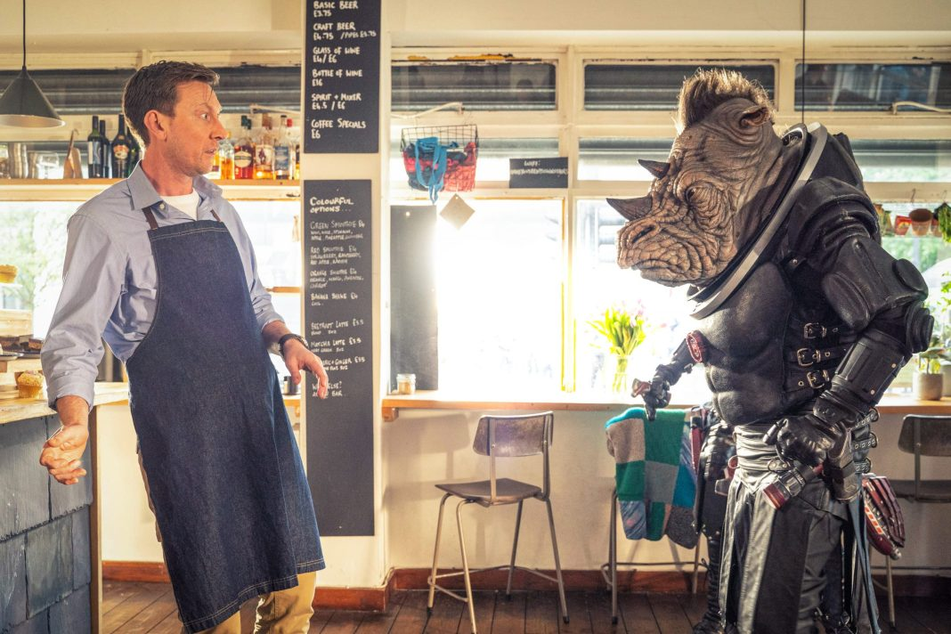 All Ears Alan (MICHAEL BEGLEY) meets Judoon Captain Pol-Kon-Don- (C) BBC - Photographer: James Pardon Doctor Who Series 12 Fugitive of the Judoon