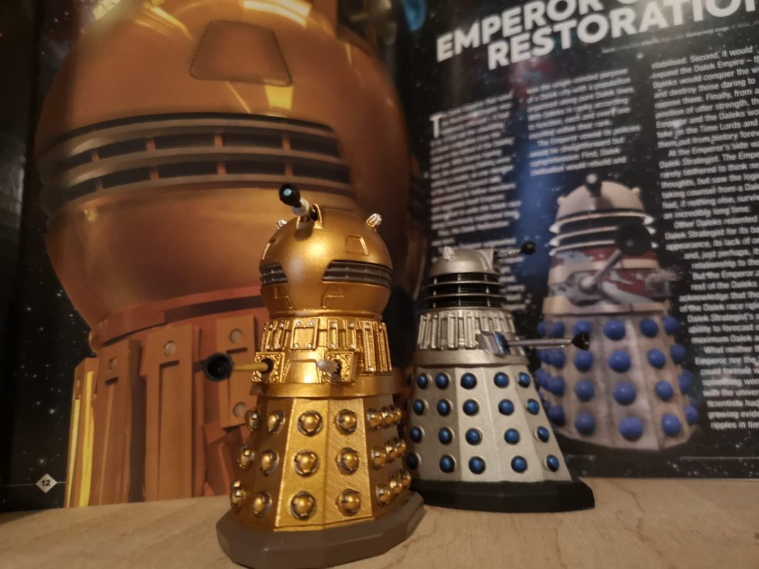 The Dalek Golden Emperor and Dalek Drone figurines from Hero Collector. Photo c) Blogtor Who Time Lord Victorious