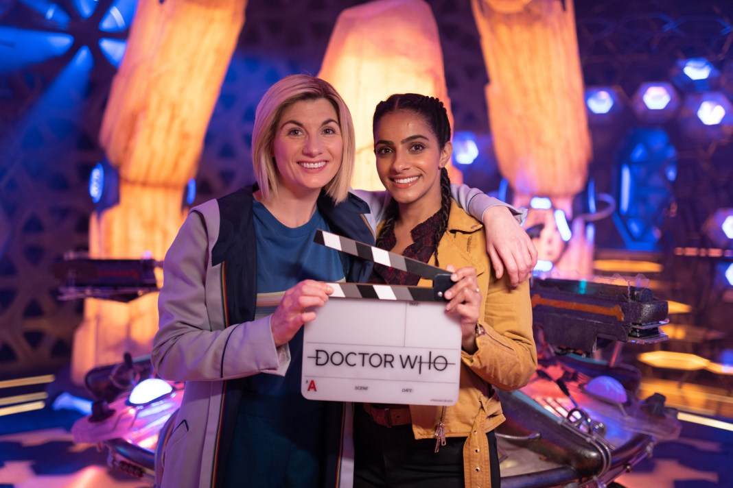 Doctor Who Series £nd: That's a wrap! Jodie Whittaker and Mandip Gill have finished filming Yasmin (MANDIP GILL), The Doctor (JODIE WHITTAKER) - (C) BBC Studios - Photographer: James Pardon