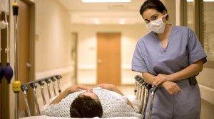 medico-homem-maca-hospital-size-598
