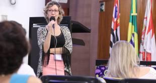 Dra. Aline Silveira Silva, farmacêutica e mestre em Saúde Pública, fala do processo de incorporação de novas tecnologias em Saúde ao SUS. Foto: Alex Nunes