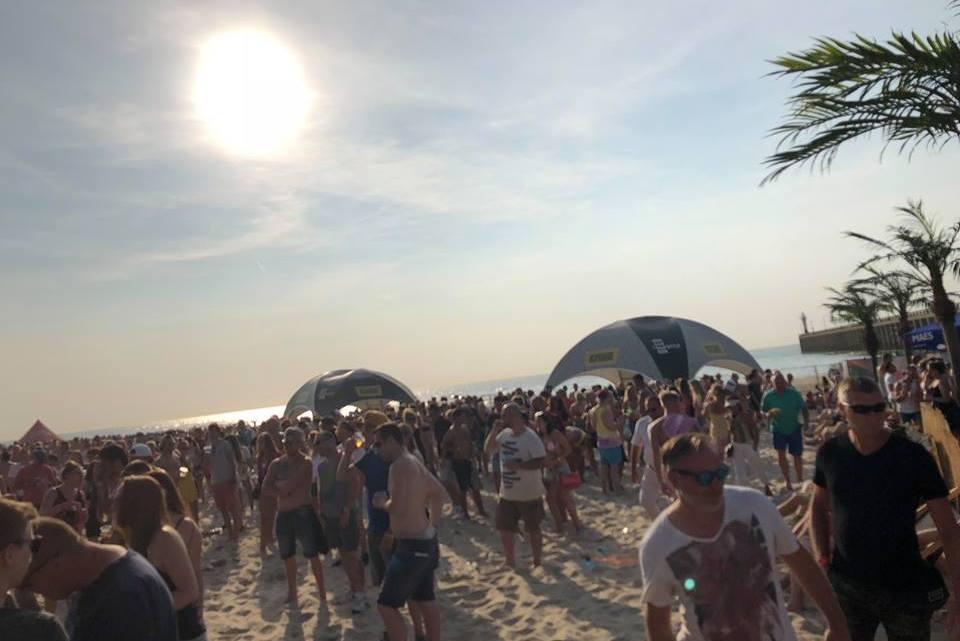 Feesten met de voetjes in het zand op Beachland festival! [met vlog]