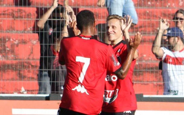 Alex Amado comemora o segundo gol do Braisl na partida: Foto: Ítalo Santos