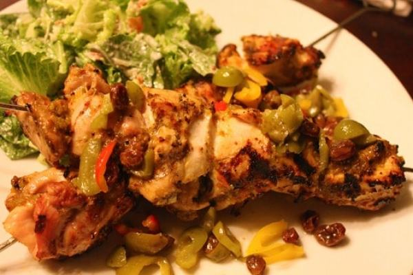 Tunisian-chicken-kebabs-with-currants-and-olives