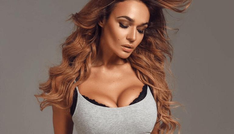 Алена Водонаева сделала пластику груди в Frau Klinik 22