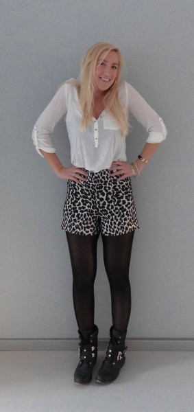 OOTD-high-waisted-panter-short-boots-witte-blouse-1