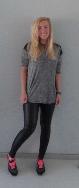OOTD-outfit-leather-legging-leer-bershka-shirt-pull-bear-leren-schouders-grey-grijs-nike-gympen-3