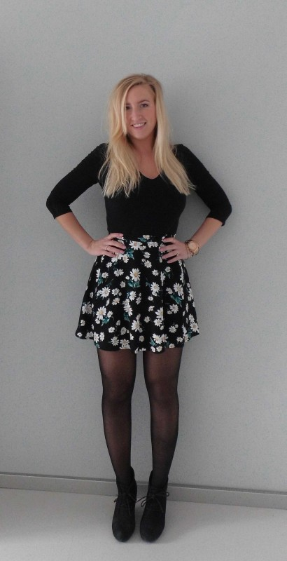 ootd-outfit-floral-high-waisted-skirt-forever-21-zwart-shirt-H&M-high-heels-forever-21-1