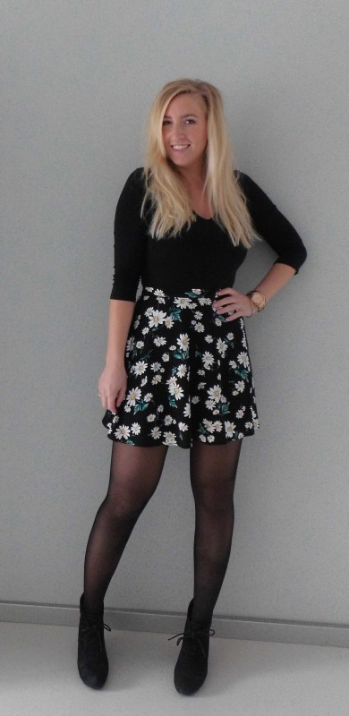ootd-outfit-floral-high-waisted-skirt-forever-21-zwart-shirt-H&M-high-heels-forever-21-13