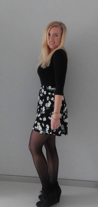 ootd-outfit-floral-high-waisted-skirt-forever-21-zwart-shirt-H&M-high-heels-forever-21-2