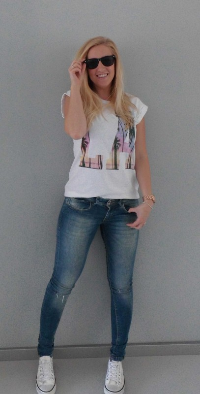 OOTD-outfit-LA-shirt-oversized-t-shirt-jeans-white-witte-nep-converse-2