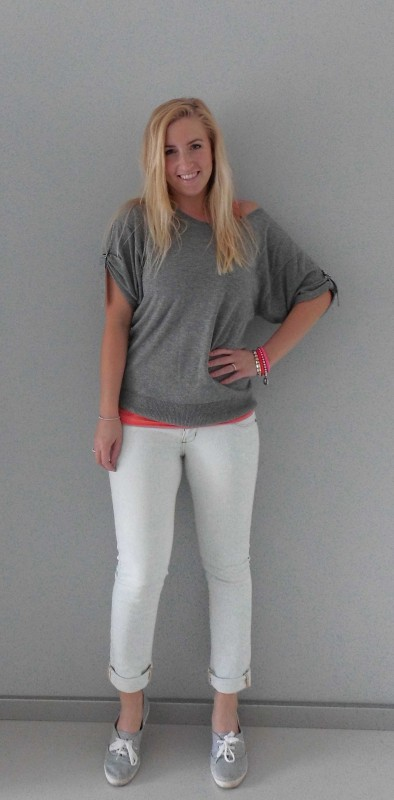 ootd-outfit-grijze-trui-jeans-light-comfy-gympen-H&M-bershka-3