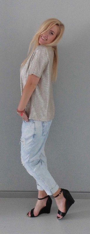 OOTD-outfit-waisted-boyfriend-jeans-primark-metalic-gold-shirt-H&M-bracelets-armbandjes-hippie-4