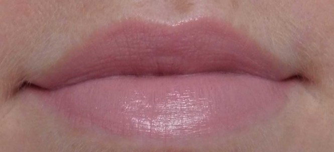Review-Catrice-Ultimate-colour-lipstick-lippenstift-240-hey-nude-6