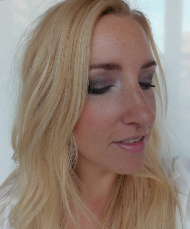 Review-Nyx-Dream-Catcher-palette-Stormy-Skies-swatch-look-3