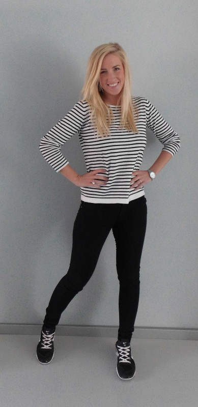 OOTD-Outfit-look-zwart-wit-black-white-stripes-nikes-nike-primark-2