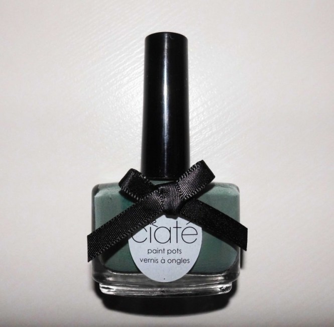 notd-ciate-nailpolish-in-018-vintage-dark-green-groen-nagellak-review-nagels-nails-1