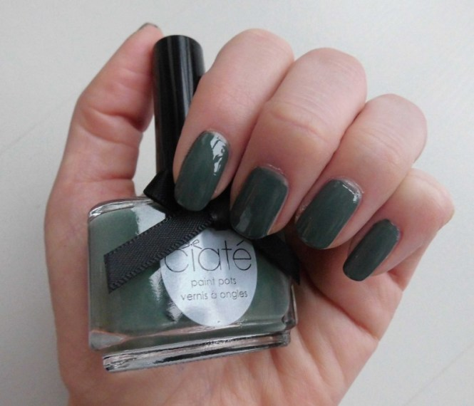 notd-ciate-nailpolish-in-018-vintage-dark-green-groen-nagellak-review-nagels-nails-4