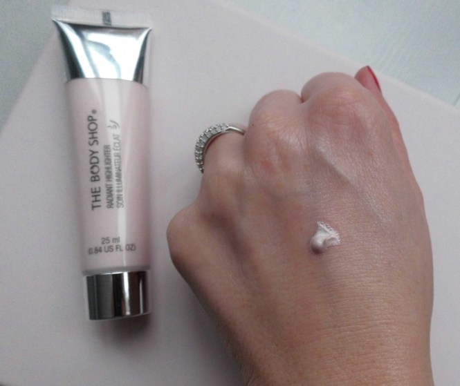 The-Body-Shop-Radiant-highlighter-primer-glowy-skin-review-3