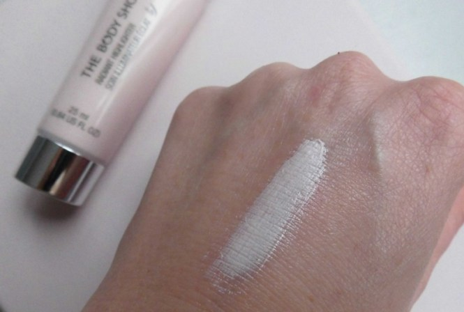 The-Body-Shop-Radiant-highlighter-primer-glowy-skin-review-4
