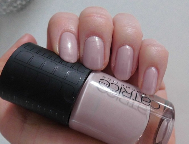 Catrice-Nude-Purism-limited-edition-collectie-review-nagellak-nail-polish-lacquer-c01-taupe-less-2
