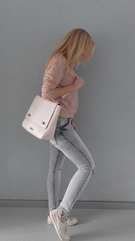 OOTD-outfit-one-bag-two-styles-expresso-tas-bikkel-trui-sweater-jeans-bershka-casual-gympen-3