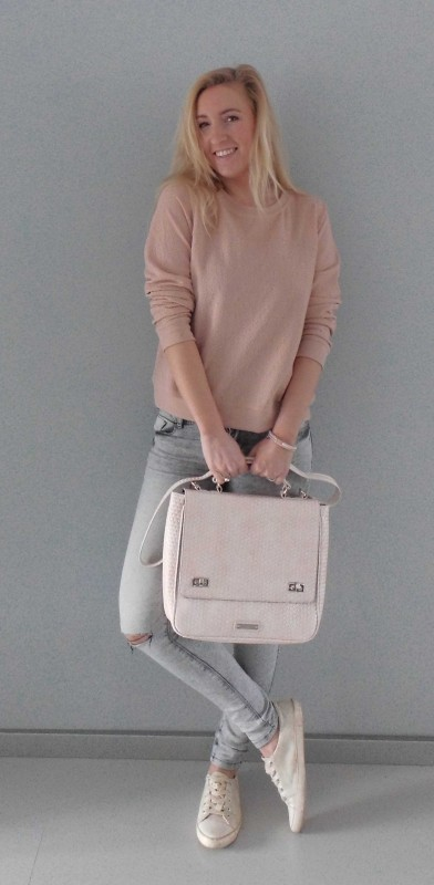 OOTD-outfit-one-bag-two-styles-expresso-tas-bikkel-trui-sweater-jeans-bershka-casual-gympen-5