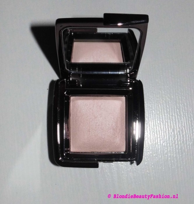 Review-hourglass-Ambient-lighting-power-dim-light-3