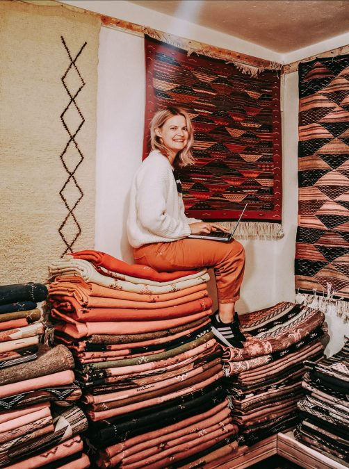 carpets carpet kilim morocco shop laptop freelancer girl morocco