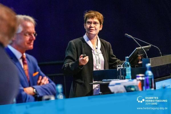 Ulrike Thurm auf der DDG-Tagung am Rednerpult