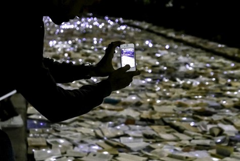 books-photo-smartphone