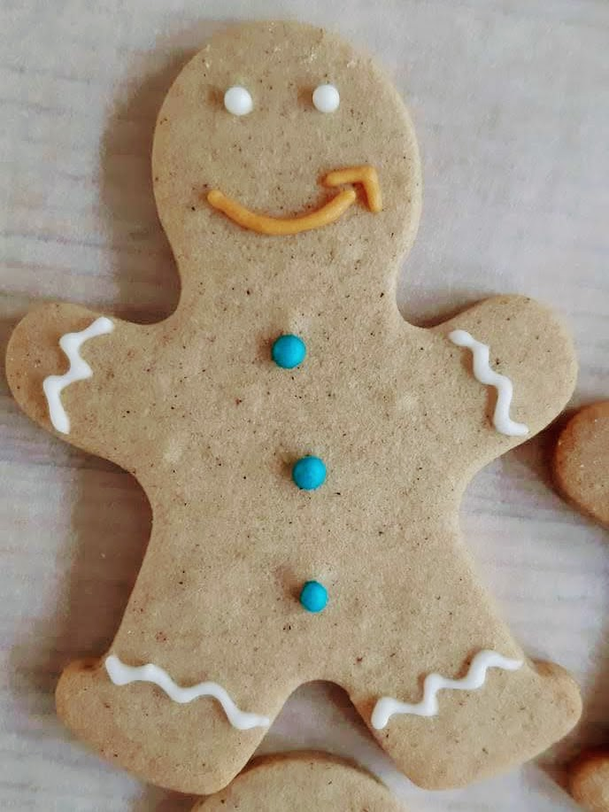 Gingerbread man with AMAZON smile made by Bloom Bakers