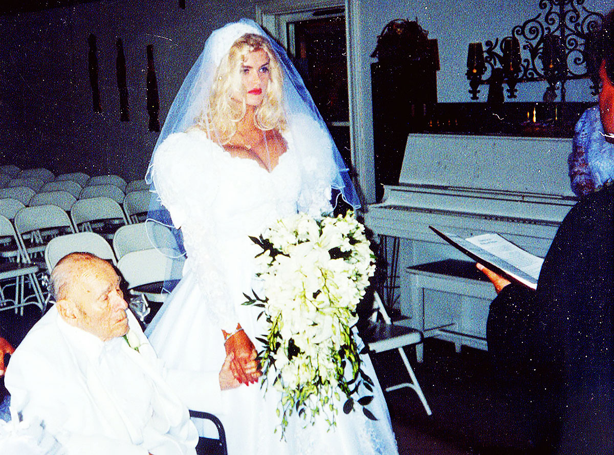 Image of Anna Nicole Smith and J. Howard Marshall marrying at altar in wedding chapel