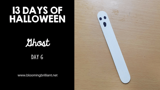 Crafts for Kids- Halloween Ghost Bookmark Craft! Looking for a fun Halloween Craft for your kids? This Halloween Ghost Bookmark Craft is both so simple and fun! #CraftsforKids