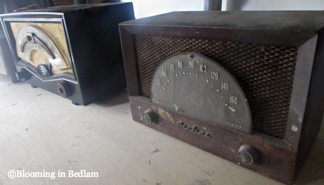 Vintage radio with bluetooth