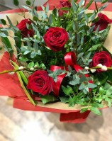 6 red roses valentines day bouquet 1