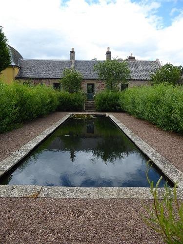 Reflective_pool_Broadwoodside