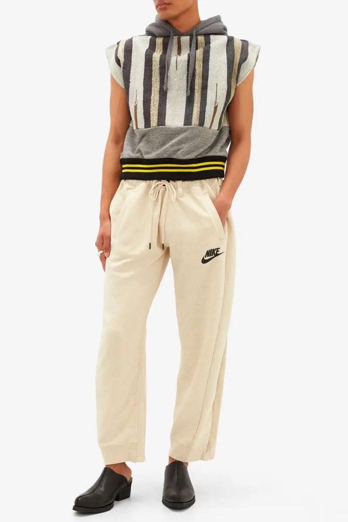BLESS combine un pantalon Nike et un jean Levis