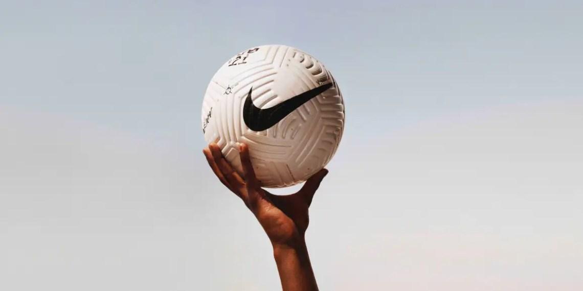 Nike crée le Flight Ball un nouveau ballon de football révolutionnaire
