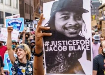 Le père de Jacob Blake confirme qu'il est paralysé à partir de la taille suite aux 7 balles qu'il a reçu
