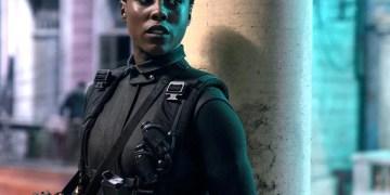 """Lashana Lynch parle des """" injures """" subies depuis qu'elle a été nommée première femme noire 007"""