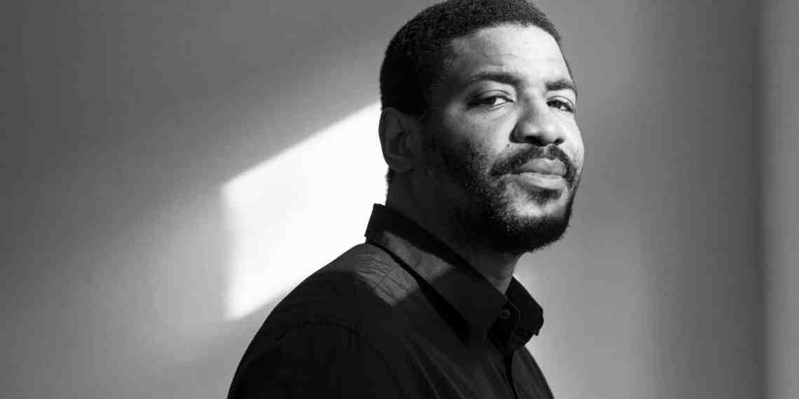 Emeka Oboh, artiste nigérian de 44 ans. Lance la campagne « affiche disparue » en Allemagne