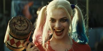 Margot Robbie Harley Quinn pause
