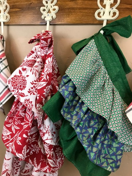 Nostalgic Farmhouse Christmas Aprons & Towels | blowingawayoutwest.com - Tutorial for Farmhouse Christmas (or any occasion) ruffled aprons and fun Christmas towels #holidaybaking #farmhouseapron #Christmasapron #christmastowels #12daysofChristmas